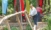 Чинь Ван И внес вклад в ликвидацию примитивных бамбуковых мостов в своем селении