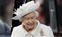 British Queen urges Scots to think carefully about future