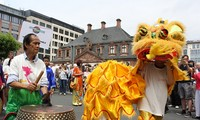 Vietnamese participate in the Parade of Cultures in Germany