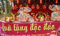 На лаокайском рынке новогодних цветов царит оживлённая атмосфера