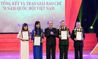 В Ханое вручены призы «70 лет Национальному собранию Вьетнама»