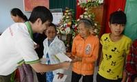 Провинция Куангнгай вручает новогодние подарки семьям, имеющим засдуги перед Отечеством