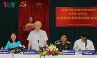 Генсекретарь ЦК КПВ встретился с избирателями ханойского района Бадинь