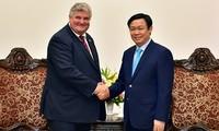 Выонг Динь Хюэ принял государственного министра по делам торговли и инвестиций Великобритании