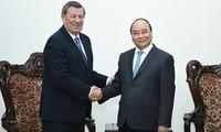 Премьер Вьетнама принял министра иностранных дел Уругвая