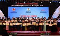 Во Вьетнаме вручена премия «Предприятие за интересы трудящихся» 2016 года