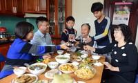 Вечер последнего дня года по лунному календарю во вьетнамских семьях