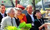 Император и императрица Японии посетили императорский дворец во вьетнамском городе Хюэ