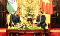 Замглавы МИД СРВ встретился с госминистром иностранных дел Индии