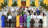 Вице-президент СРВ приняла представителей провинции Тхыатхиен-Тхюэ, имеющих заслуги перед Отечеством