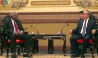 Секретарь парткома г.Хошимина принял спикера кубинского парламента