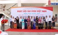 Чествованы 100 примерных культурных и счастливых семей в связи с Днем вьетнамской семьи