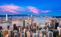 Нгуен Суан Фук направил поздравления по случаю 20-летия возвращения Гонконга в Китай