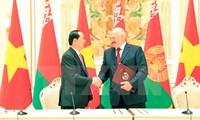 Президент Вьетнама завершил визит в Беларусь и начал визит в Россию