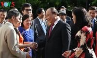 Нгуен Суан Фук встретился с представителями вьетнамской диаспоры в Нидерландах