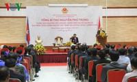 Генсек ЦК КПВ Нгуен Фу Чонг посетил посольство Вьетнама в Камбодже