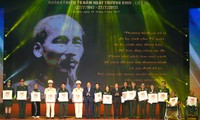 В Ханое названы 700 лучших граждан Вьетнама, имеющих заслуги перед Отечеством