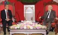 Генсекретарь ЦК КПВ принял делегацию НРПЛ и премьер-министра Мозамбика