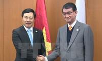 Фам Бинь Минь встретился с главами МИД Японии и Республики Корея