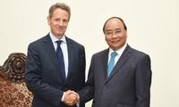 Премьер-министр Нгуен Суан Фук принял главу американской компании Warburg Pincus