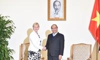 Премьер Вьетнама Нгуен Суан Фук принял главу МИД Швеции