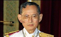 Thailand: King and Prime Minister urge peaceful resolution of political crisis