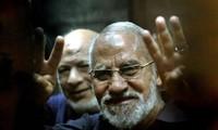 Egipto reduce a cadena perpetua sentencia de guía supremo de Hermanos Musulmanes