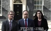 Encuentran obstáculos en negociaciones de formación de gobierno en Reino Unido