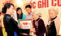 Entregan Títulos de Reconocimiento de Méritos a familias de unos 500 mártires vietnamitas
