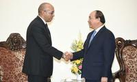 Premier vietnamita recibe al embajador saliente de Cuba