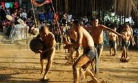 Festival de lucha de bola en lodo en la aldea Van