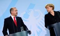 """""""Menacer"""" l'accord UE-Turquie sur les migrants """"n'avance à rien"""""""