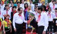 Tran Dai Quang rencontre des enfants en situation difficile