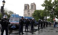 """Policier agressé à Notre-Dame: l'agresseur revendique être """"un soldat du califat"""""""