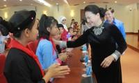 Nguyen Thi Kim Ngan rencontre des enfants issus des minorités ethniques