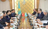 Nguyen Thi Kim Ngan reçu par le président du Sénat kazakh