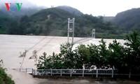 Uong Chu Luu rend visite à des sinistrés dans la province de Thanh Hoa