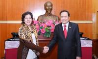 Le président du comité central du Front de la Patrie du Vietnam reçoit l'ambassadrice cubaine