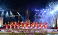 Soirée de gala saluant le succès du Congrès de l'Union de la jeunesse communiste Ho Chi Minh