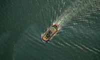 Indonésie : un navire chavire, un mort et des dizaines de disparus