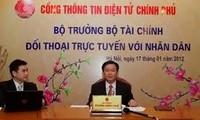 Bộ trưởng Bộ Tài chính Vương Đình Huệ đối thoại trực tuyến với nhân dân