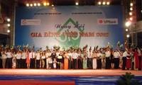 Tuyên dương 100 gia đình trẻ tiêu biểu của Thủ đô Hà Nội