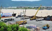 Cảng Đà Nẵng ra quân làm việc đầu năm, đón tàu du lịch biển xông đất