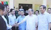 Chủ tịch Quốc hội Nguyễn Sinh Hùng tiếp xúc cử tri huyện Hương Khê (Hà Tĩnh)