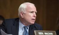 Bí thư thành ủy Hà Nội Phạm Quang Nghị tiếp Thượng Nghị sỹ John McCain