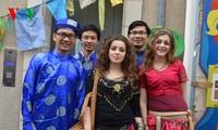 Sinh viên Việt tham dự Ngày hội văn hóa tại thành phố Poitiers, Pháp