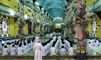 Hàng vạn người tham dự Đại Lễ Đức Chí Tôn tại Tòa thánh Cao Đài Tây Ninh