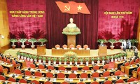 Results of Party Central Committee's 5th plenary meeting applauded