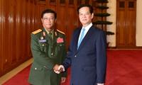 Премьер Вьетнама принял главнокомандующего Лаосской народной армии