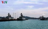 Отряд из трех кораблей ВМС КНР посещает порт Камрань